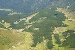 Верхній котел Ґаджини з численними льодовиковими озерцями