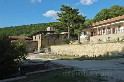 Монастир Сурб-Хач. Загальний вигляд