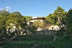 Монастир Сурб-Хач. Вид з нижніх терас