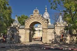 Ворота собору Казанської ікони Божої Матері у Феодосії