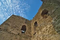 Башта Кріско (Христа). Бійниці