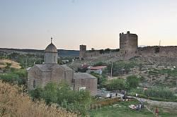 Церква Іверської Ікони Божої Матері та Генуезька фортеця.