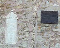Рельєфний хрест в оздобленні церкви Михаїла та Гавриїла