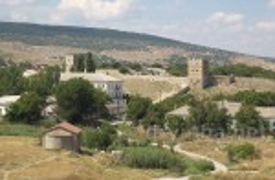 Вірменська церква св.Стефана на фоні Генуезької фортеці.