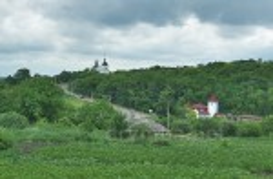 Пейзаж Суботова. Іллінська церква та ресторанно-відпочинковий комплекс