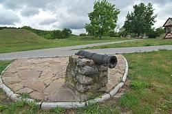 Суботів. Козацька гармата на території музею