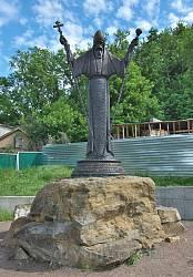 Пам'ятник митрополиту Й.Нелюбовичу-Тукальському у Чигирині