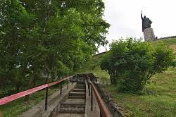 Замкова гора у Чигирині з пам'ятником Б.Хмельницькому на вершині
