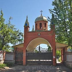 В'їзна брама Троїцького Мотронинського монастиря