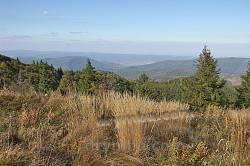 Вид із Зелемянки на північ. Вдалині  долини Опору та Стрия