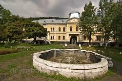 Сколе. Старий фонтан у парку