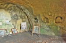 Розгірче. Верхня печера монастиря з нішами для ікон