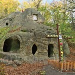 Загальний вигляд скельного монастиря у Розгірчому