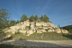 Скелі з печерами 1