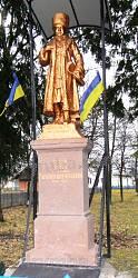 Один із найстаріших пам'ятників Тарасові Шевченку в селі Завадові Стрийського району (камінь, 1914 рік)