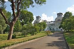 Алея до палацу Лопухіних-Демидових