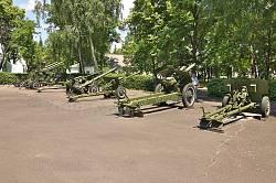 Корсунь-Шевченківський музей. Гармати та міномети