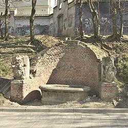 Криниця-джерело з левами (монастир св.Лазаря, м.Львів)