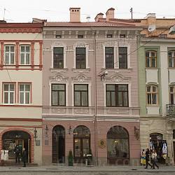 Площа Ринок. Кам'яниця Толочківська