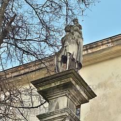 Фігура св. Христофора біля Вірменської церкви