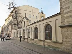 Огорожа та брама собору з боку вулиці Вірменської