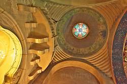 Купол над входом