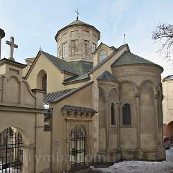 Вірменська церква Успіння Богородиці зі сторони пасажу