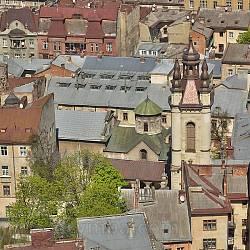 Вид на комплекс Армянского собора с башни Ратуши