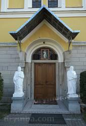 Портал с фигурами св. ап. Петра и Павла