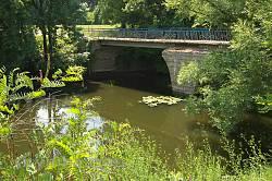 Корсунь. Міст через Рось у парку Лопухіних
