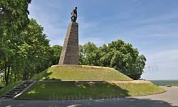 Могила Т.Г.Шевченка на Чернечій горі
