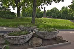 Меморіальні дуби та могила Т.Шевченка на Тарасовій горі