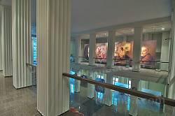 Інтер'єр музею на Тарасовій горі з репродукціями картин