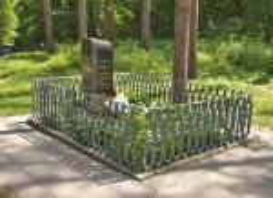 Могила Івана Ядловського на Тарасовій горі