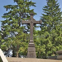 Тарасова гора. Хрест, який раніше стояв на могилі Т.Шевченка