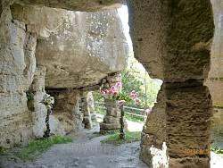 Монастирок. Кам'яна галерея