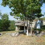 Монастирок. Печерний храм та камінь-жертовник