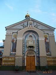 Чортків. Фасад церкви Покрови