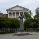 Будинок земельного банку та памятник Михайлу Коцюбинському