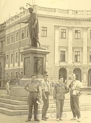 Пам'ятник А.Е. Рішельє (Дюку де Рішельє) в Одесі. Архівне фото