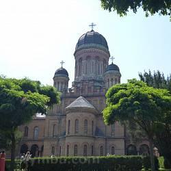 Чернівці. Церква Трьох Святителів у резиденції митрополитів