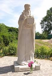 Канів. Пам'ятник св.Макарію Канівському