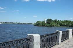 Монастирський острів у Дніпропетровську. Вигляд з набережної