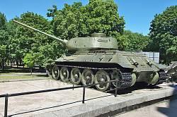 Дніпропетровськ. Танк біля історичного музею
