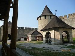 Хотинський замок. Криниця та Ковальська башта