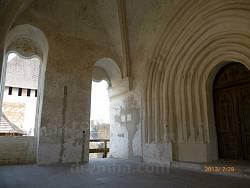 Портал замкової церкви св. Костянтина і Олени