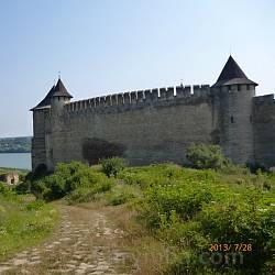 Південний мур замку у Хотині