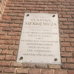Мемориальная таблица Генрику Сенкевичу