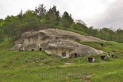 Скелі та печери древнього Стільська