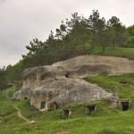 Дуброва. Наскельне місто неподалік каменя